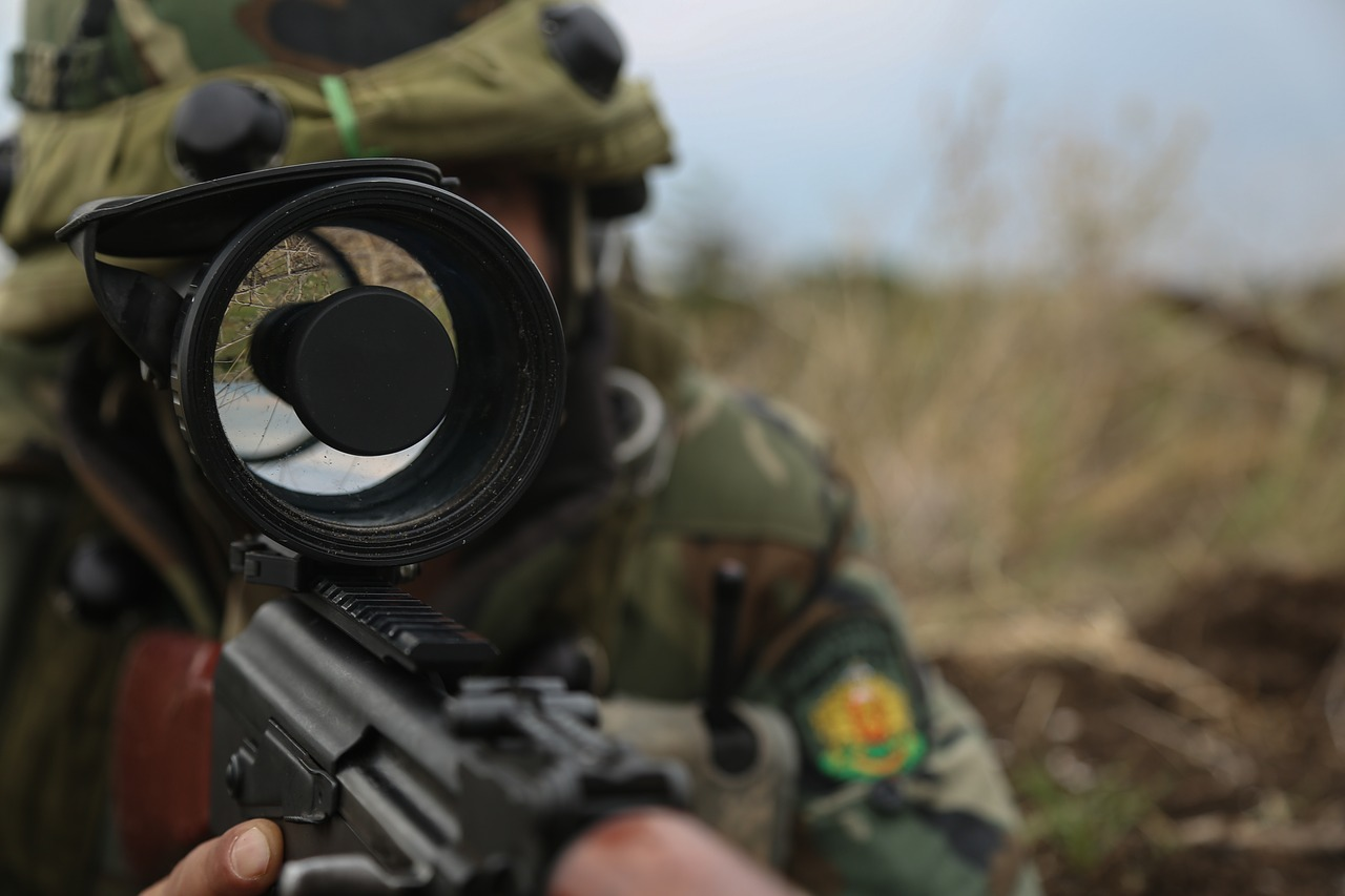 soldier using scopes and sights